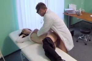 Česká FakeHospital – doktor šuká mladou pacientku