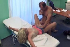Česká falešná nemocnice – štíhlá blondýnka (FakeHospital)