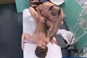 Česká falešná nemocnice – krátkovlasá kočička (FakeHospital)