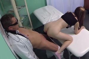Česká falešná nemocnice – mladá pacientka (FakeHospital)