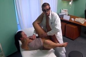 Česká falešná nemocnice – nevěra s doktorem (FakeHospital)