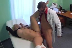 Česká falešná nemocnice – vlhká blondýnka (FakeHospital)