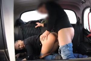 České Fake Taxi – mladá kozatá holka