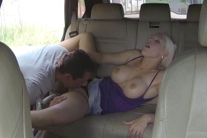 České ženské FakeTaxi – taxikářka píchá se zákazníkem