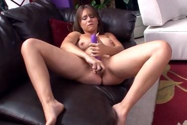 Chrissy Nova si pohraje se svou oholenou kundičkou
