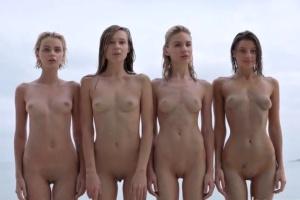 Čtyři mladé krásky fotí nádherné akty