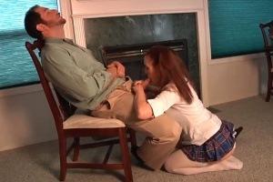 Dcerka vykouří nevlastnímu otci péro