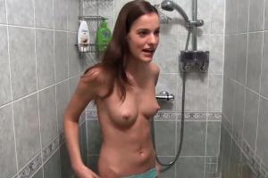 Dvě kamarádky ve sprše - české porno