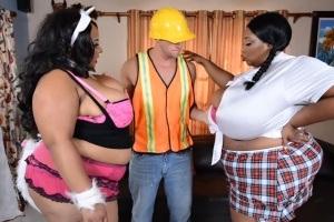 Dvě kozaté boubelky si objednají striptéra