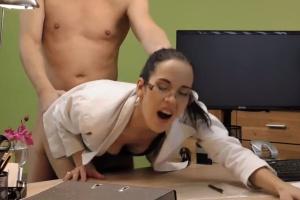 Holka žádá o půjčku 90 tisíc - české porno