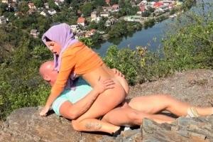 České porno: Borec ošuká svou muslimskou partnerku v přírodě