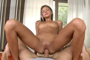 Krásná Češka Gina Gerson dostane namrdáno velkým penisem