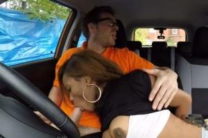 Falešná autoškola – černoška zaplatí za hodinu sexem