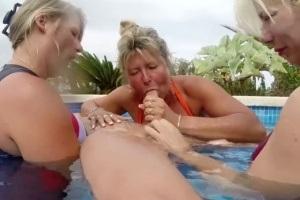 Blondýna MILF pov porno