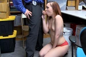 Šukání zlodějek – mladá zrzka chycena při krádeži!