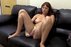 Porno casting s jednou mladou amatérkou