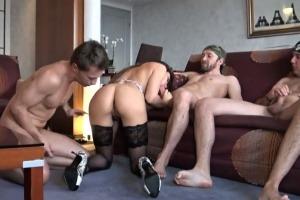 brunetka mama sex babička Trojka porno