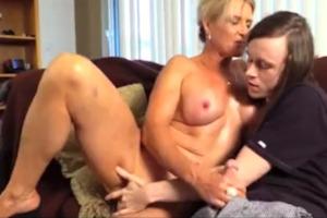 Máma svádí syna porno filmy