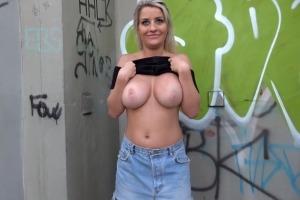 Prsatá britská MILF porno