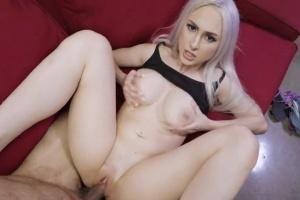 Kozatá blondýnka si oblíbí bráchovo velké péro