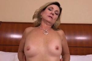 Mamina natočí porno ve 41 letech