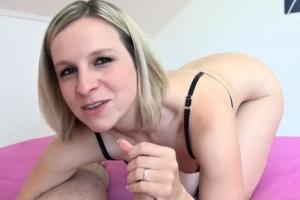 Bianka kouří penis za jízdy a potom šuká s děvkařem - české porno