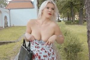 Blondýnka si nechá zaplatit za sex od cizího chlápka!