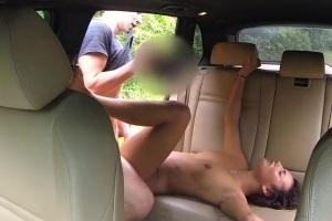 České ženské Fake Taxi – nevěrný kluk vystříká kundu taxikářce!