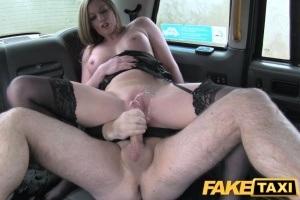 Fake Taxi - sexy MILF uspokojí nadrženého taxikáře