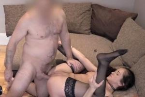 Miluje sex a chce prachy tak jde na porno casting