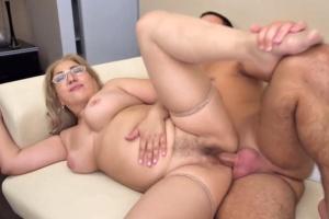 Nadržená babička ráda prcá s mladšími chlapy