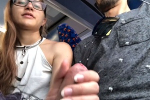 Teen vykouří svému příteli penis v autobuse