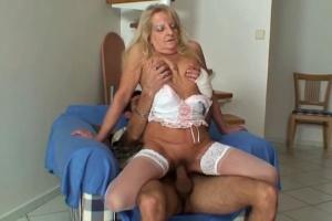 Zralá žena mrdá s manželem své dcery - české porno