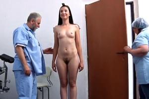 Jessica na prohlídce u gynekologa - české porno