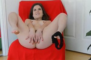 Juliette Match si honí zarostlou kundičku