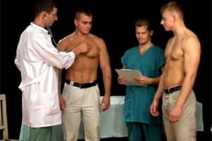 Lékařská prohlídka se zvrhne v české gay orgie
