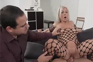 Manžel se dívá jak mu kámoš píchá ženu