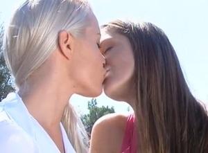 Něžné lesbické hrátky