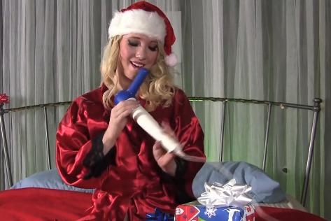 Nicki Blue testuje dárky k Vánocům