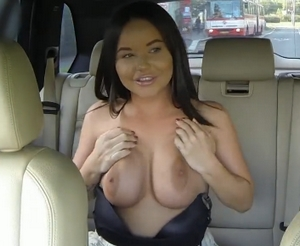 Rychlý prachy – Američanka s velkými prsy (PublicAgent)