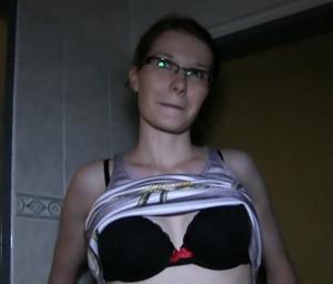 Rychlý prachy v českých ulicích – Julie (PublicAgent)
