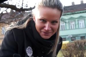 Rychlý prachy v českých ulicích – krásná blondýnka (PublicPickups)