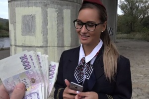 Rychlý prachy v českých ulicích – letuška Andrea