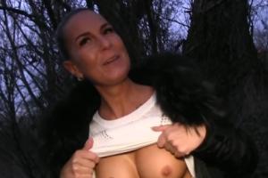 Rychlý prachy v českých ulicích – sexy brunetka (PublicAgent)