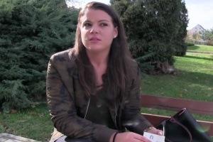 Rychlý prachy v českých ulicích – studentka (PublicAgent)