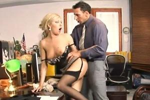 Šéf ošuká svou sekretářku