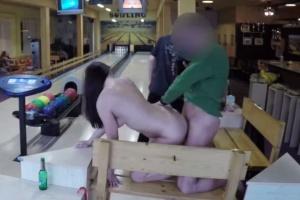 Sex za prachy s holkou z bowlingu - české porno