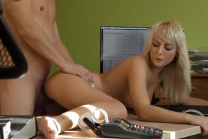 Sex za schválení půjčky na rekonstrukci bytu - české porno