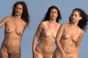 Šmírování na nudistické pláži