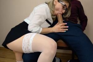 Studentka po sexu s profesorem spolyká sperma